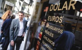 Para analistas, la caída del dólar ilegal marca la nueva estabilidad cambiaria