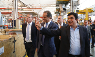 Visita a la planta de Mercedes-Benz en La Matanza